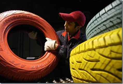 китаец делает разноцветные шины
