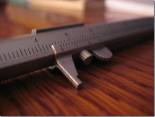 ручка и штангенциркуль
