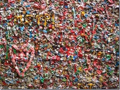 стена из жевательных резинок