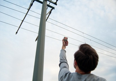 электрополя можно найти даже на троллейбусной остановке