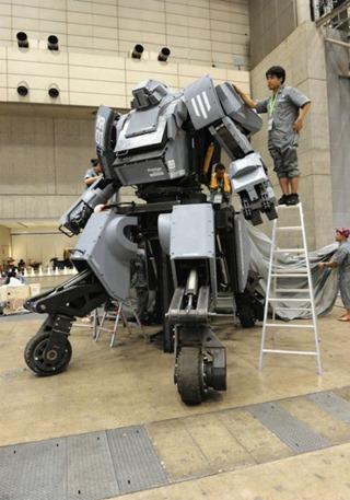 Kuratas - робот, упраавляемый изнутри