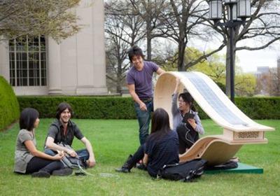 вот они, эти студенты, которые придумали это кресло