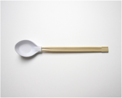 Простым движением руки ложка превращается… в китайские палочки